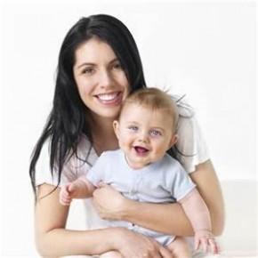 Transmettre le nom de l'épouse à son enfant : un symbole et une chance